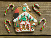 Christmas candies and cookie house — Stock Photo