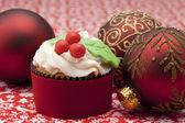 Cupcake con palle di natale — Foto Stock