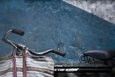 Bike against wall — Stock Photo