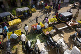 Bustling fruit market — Stock Photo