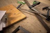 Drewniany uchwyt deski i vice — Zdjęcie stockowe