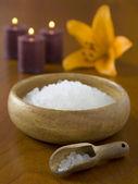 466 spa sól z kwiatów i świec — Zdjęcie stockowe
