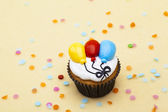261 cupcake with balloon design — Stock Photo
