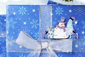 328 sněhulák štítku na vánoční dárková krabička — Stock fotografie