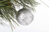 Forma de la estrella 484 en adorno de navidad colgando en el árbol de navidad — Foto de Stock
