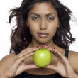 A woman with apple — Stockfoto