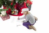 Portrét roztomilá dívka psát dopis do santa — Stock fotografie