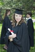 Una chica feliz el día de su graduación — Foto de Stock