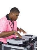 Homem afro-americano tocando música em máquina de dj — Foto Stock