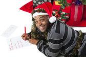 Homem afro-americano a escrever uma carta para o papai noel — Foto Stock