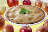 Apple pie garnished with leaves — Stock Photo