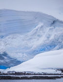 Massive Antarctic Iceberg — Stock Photo