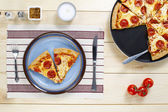 936 overhead shot of pizza in plate — Stock Photo