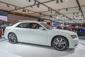 2013 克莱斯勒 300c 豪华车图像白 2 — 图库照片