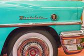 Klasik mavi montelain araba resmi — Stok fotoğraf