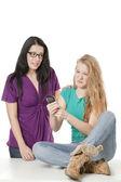 Una mujer consolando a su amigo estresado — Foto de Stock