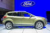 2014 ford ucieczki tytanu suv ciężarówki zielona — Zdjęcie stockowe
