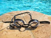 Image of swimming pool, blue water, and swimmer's goggles in the summer time summertime — 图库照片