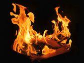 Siyah zemin üzerine sarı ateş plazma — Stok fotoğraf