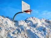 Chilly cold freezing snow background winter weather temperature basketball sports — Stock Photo