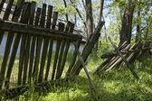 Zniszczone ogrodzenie — Zdjęcie stockowe