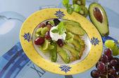 Insalata di kiwi e uva con avocado — Foto Stock