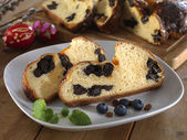 Milk loaf with dried plum — Stock Photo