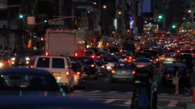Traffic jam, evening, New York City — Stock Video #13673046
