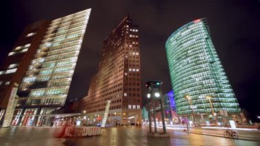 Night shot of Potsdamer Platz in Berlin — Stock Video