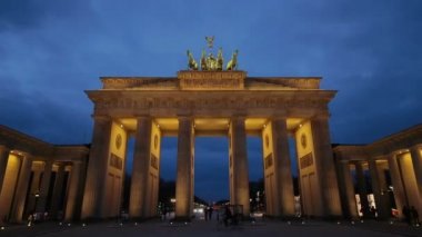 Brandenburg gate in Berlin — Stock Video