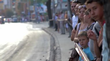 People waiting a parade during the 20th anniversary celebration of Republic of Macedonia — ストックビデオ