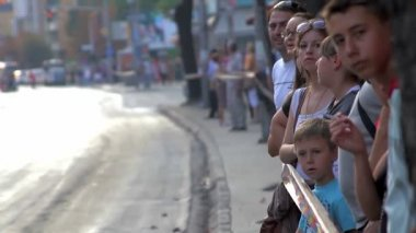 People waiting a parade during the 20th anniversary celebration of Republic of Macedonia — Vídeo de Stock