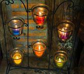 Kaarsen in glazen bekers. — Stockfoto