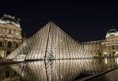 Luwr w paryżu — Zdjęcie stockowe