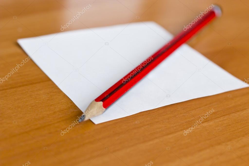 L piz sobre una hoja de papel foto de stock 14499971 - Escritorio para escribir ...