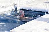 Koupání v díře v ledu — Stock fotografie