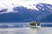 Cruise schip zeilen in glacier bay — Stockfoto