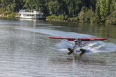 Description: Float plane landing on Chena River — Stockfoto