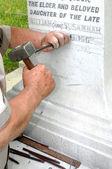 Stonemason Engraving Marble Gravestone — Stock Photo