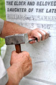 Stonemason Engraving Marble Gravestone — Stock Photo