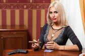 La femme en vêtements stricts dans un style rétro 30-th — Photo