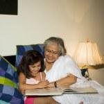 babička s vnučkou — Stock fotografie #39441813