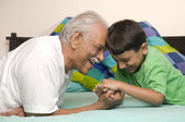 Abuelo y nieto — Foto de Stock