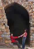 Couple in Lodhi Garden — Stock Photo