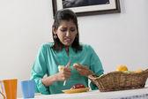 Woman cutting fruit — Stock Photo