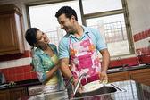 Couple washing dishes — Stock Photo