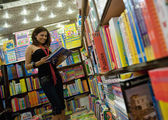 Woman selecting a book — Foto de Stock