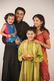 Family celebrating diwali — Stok fotoğraf