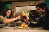 Couple enjoying meal — ストック写真
