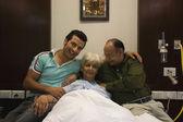 Family at hospital — Stok fotoğraf